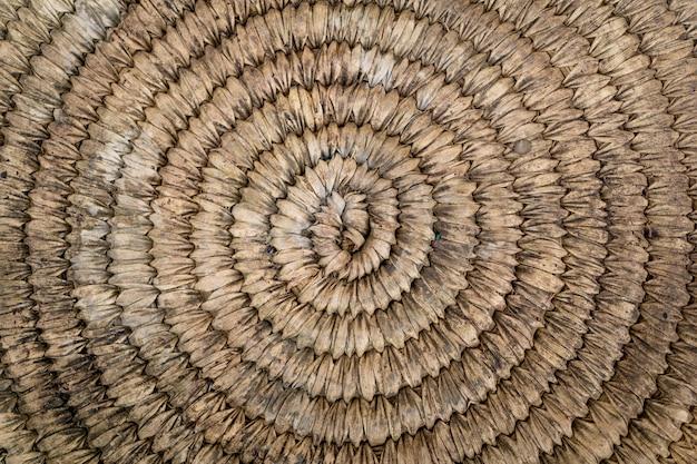 Plano de fundo e textura de velha palha tecida redonda natural.