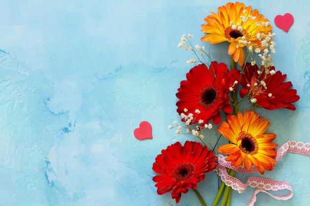 Plano de fundo ou cartão do dia das mães buquê de flores de gérbera