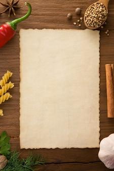 Plano de fundo para cozinhar receitas e temperos na mesa de madeira