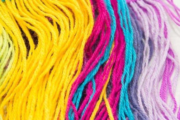 Plano de fundo texturizado de fios de lã coloridos