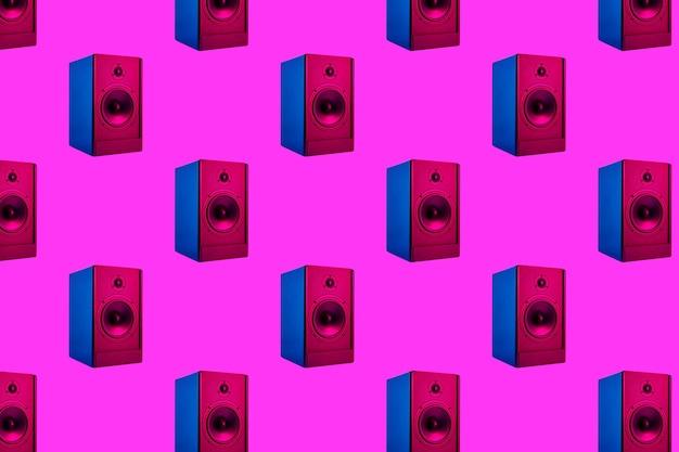 Plano de fundo transparente com alto-falantes de som estéreo em neon em fundo roxo
