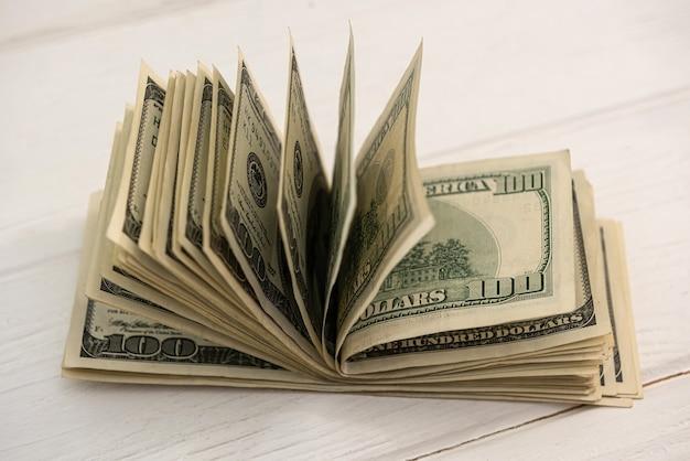 Plano de negócios com notas de dólar americano, conceito financeiro