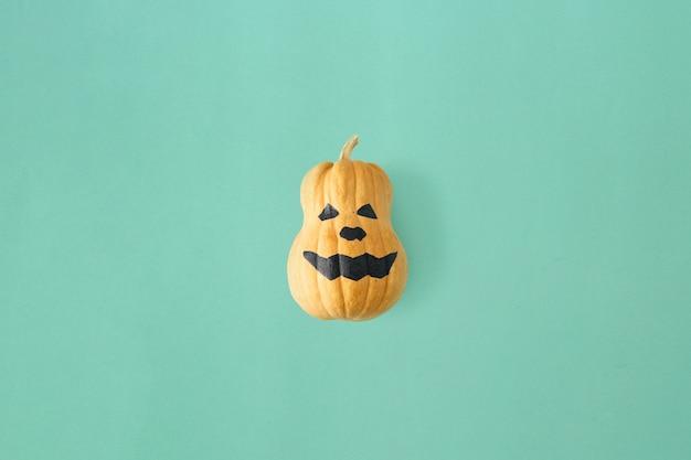 Plano de rosto engraçado assustador abóboras de halloween outono outono halloween vista superior mínima