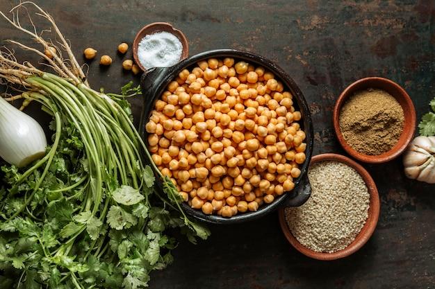 Plano de saboroso arranjo de comida judaica