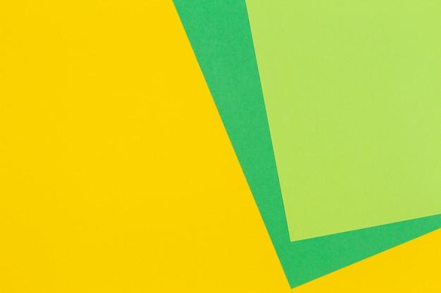Plano geométrico de fundo de papel de cor verde e amarelo