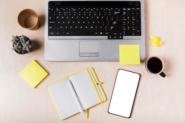 Plano plano da agenda na área de trabalho com espaço de cópia