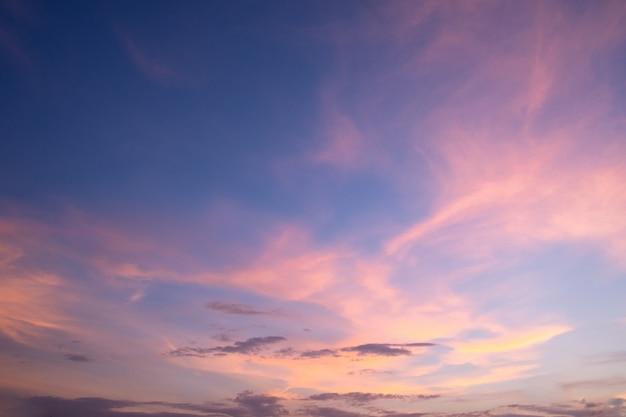 Planos de fundo, luz, céu da noite e nuvens