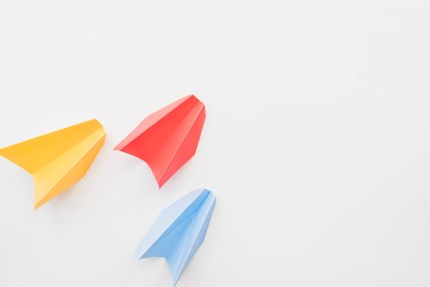 Planos de papel colorido diferente