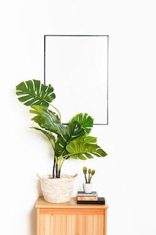Planta decorativa com moldura vazia