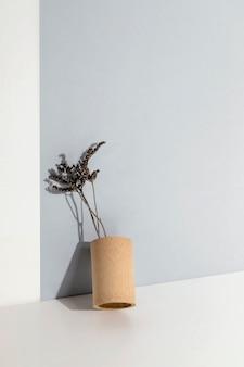 Planta mínima abstrata em um vaso