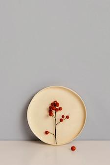 Planta mínima abstrata flores vermelhas copiar espaço