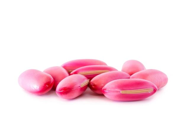 Planta sementes grande rosa isolado no fundo branco.
