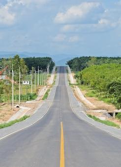 Plantação de agricultura ao longo da estrada