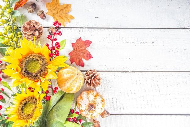 Plantas de outono na mesa de madeira