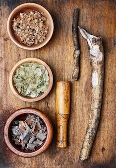 Plantas medicinais e raízes