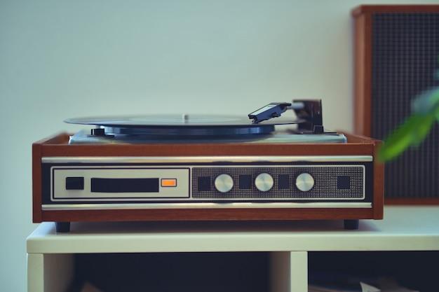 Plataforma giratória de vinil retro vintage com disco