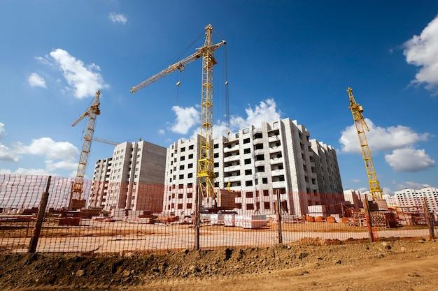 Plataforma para construir uma casa residencial de vários andares