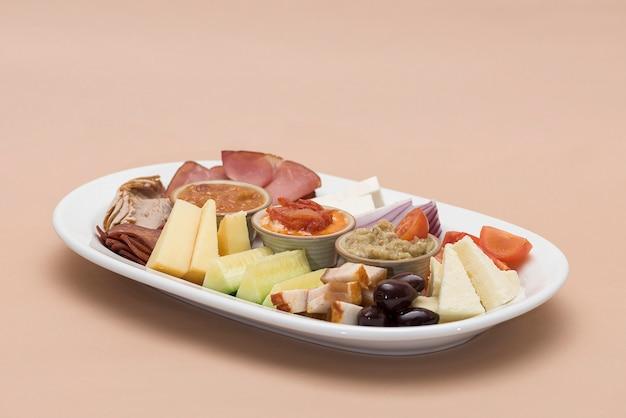 Platô de comida tradicional romena