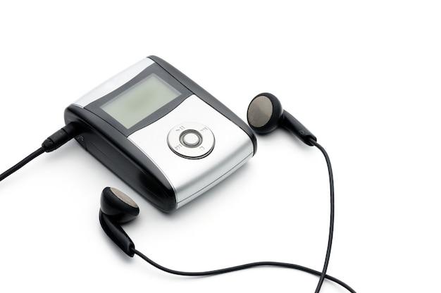 Player de música digital vintage em fundo branco isolado