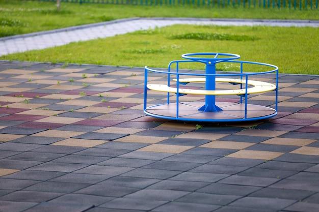 Playground no jardim de infância com piso macio