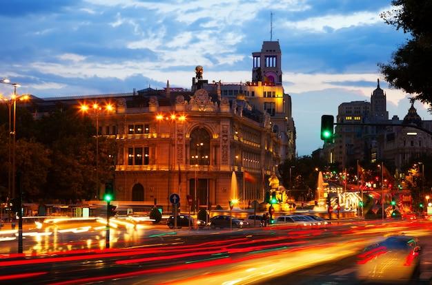 Plaza de cibeles no crepúsculo. madrid