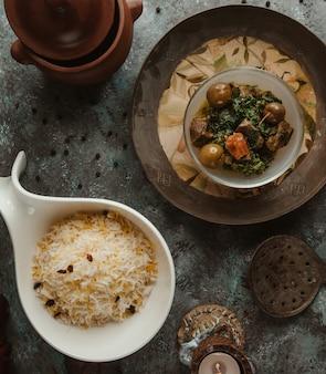 Plov de arroz com turshu govurma.