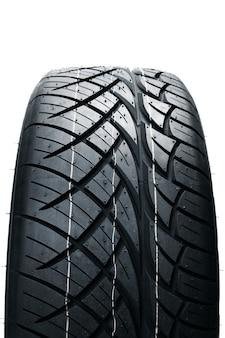 Pneus de carro isolados. pneus auto verão