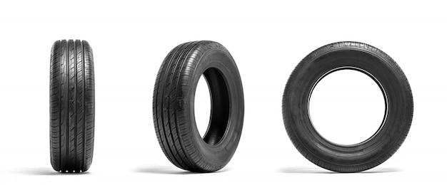 Pneus de carro novos isolados no fundo branco. serviço de pneus ou publicidade em loja