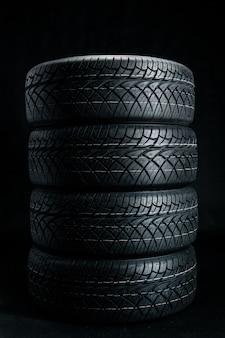 Pneus novos. pneus de carro close-up