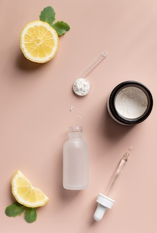 Pó anti-envelhecimento para fazer soro com vitamina c conceito de produto de beleza