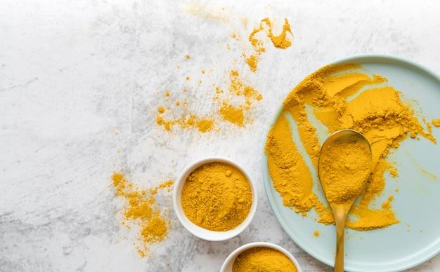 Pó de alimentos amarelos orgânicos plana leigos