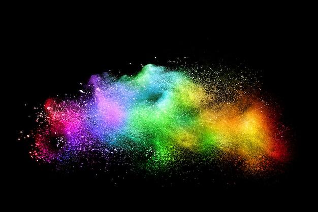 Pó multicolorido abstrato no preto. festival de holi.