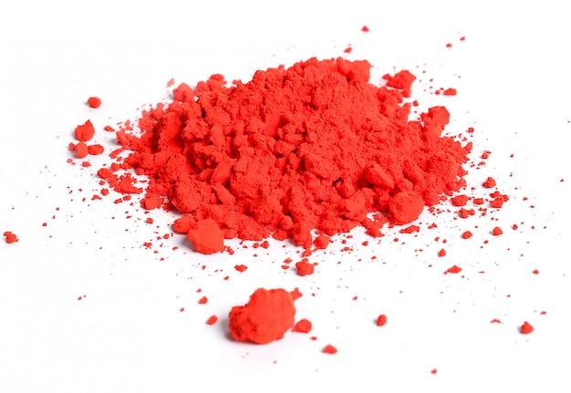 Pó vermelho isolado, conceito de festival de holi
