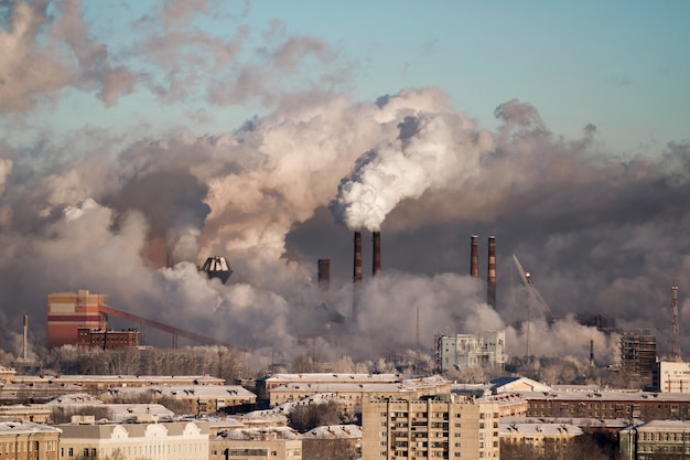 Pobre ambiente na cidade. desastre ambiental