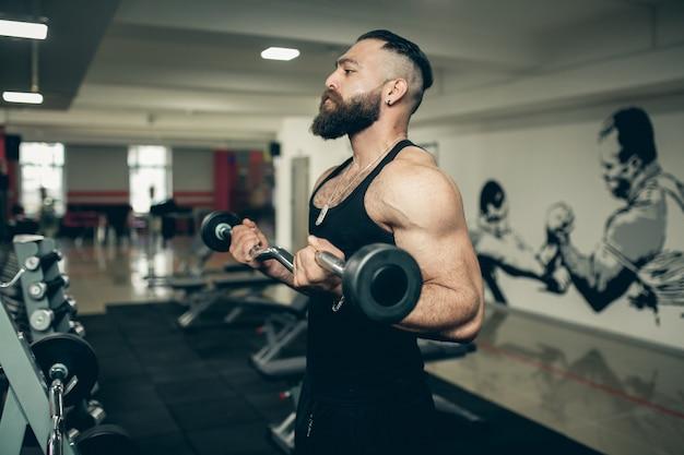 Poder muscular corpo saudável fazendo