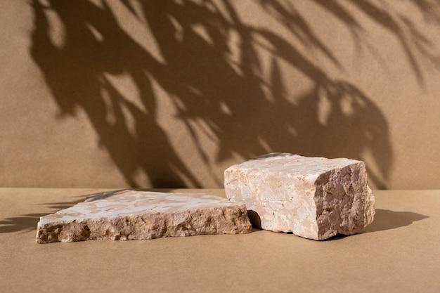 Pódio com grama seca para promoção de produtos e exposição de cosméticos pedestal de beleza bege natural