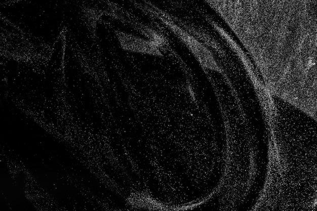Poeira real abstrata flutuando sobre um fundo preto para