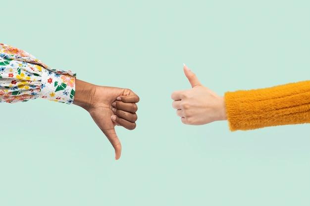 Polegar para cima e para baixo as mãos concordam e discordam gesto