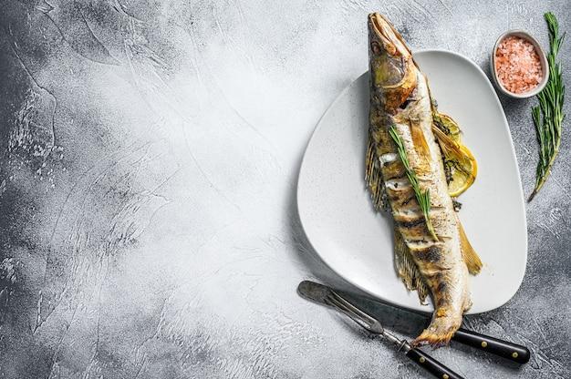 Poleiro de pique assado, peixe pikeperch