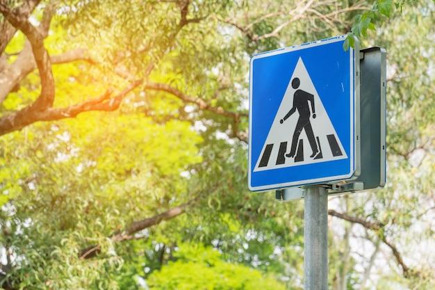 Pólo de sinal de tráfego de passagem para pedestres