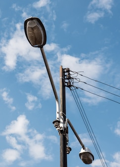 Pólo elétrico com a lâmpada gêmea.