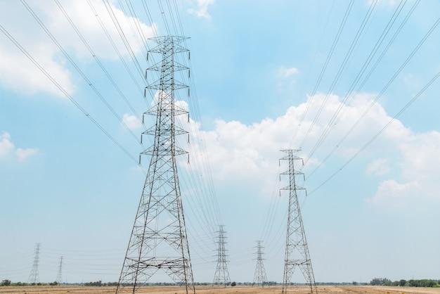Pólo grande da linha elétrica para o uso de alta tensão do poder