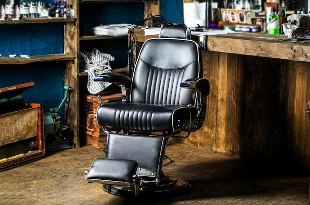 Poltrona de barbearia, cabeleireiro e salão de cabeleireiro modernos, barbearia para homens.
