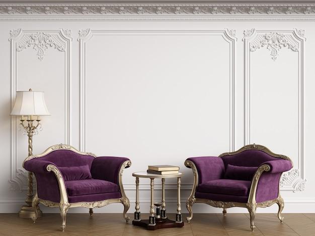 Poltronas clássicas no interior clássico com espaço de cópia