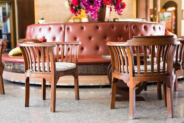Poltronas com almofadas, estilo interior