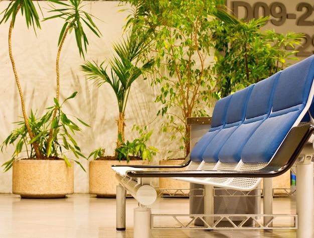 Poltronas na sala de espera do aeroporto