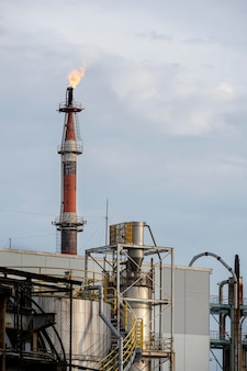 Poluição e exterior da indústria à luz do dia