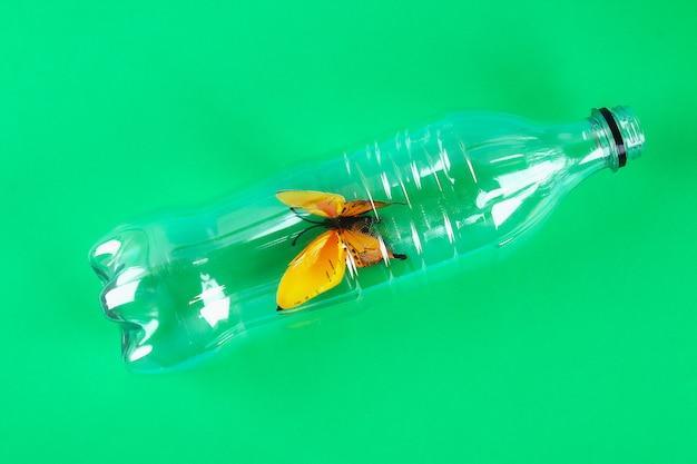 Poluição plástica na natureza do problema ambiental.