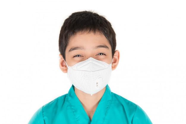 Poluição ruim qualidade do ar níveis perigosos para criança ficar doente, máscara de desgaste menino proteger do pó pm 2.5