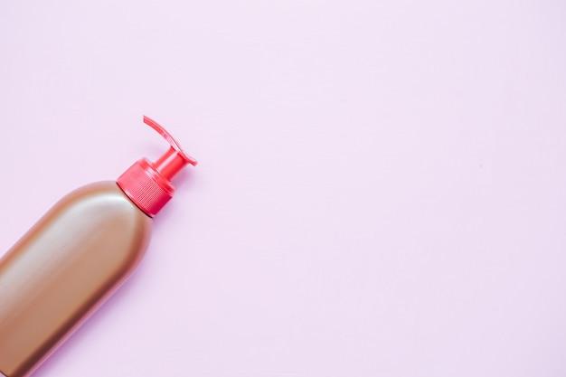 Pompa de garrafa de plástico com cosmético líquido, sabonete ou xampu, gel.